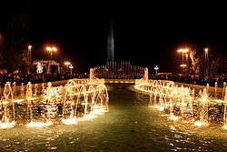 Fountain in night Baku, 2010 (2).jpg