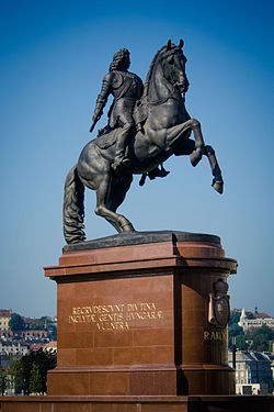 Statua di Francesco II posta davanti al palazzo del Parlamento ungherese
