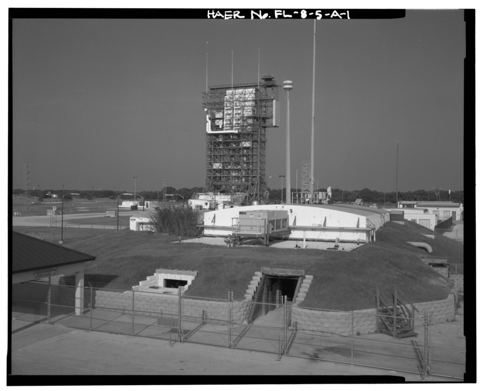GENERAL VIEW OF BLOCKHOUSE IN SETTING FROM ROOF OF 36001; VIEW TO EAST. - Cape Canaveral Air Station, Launch Complex 17, Facility 28401, East end of Lighthouse Road, Cape HAER FAL,5-CACAN,1A-1