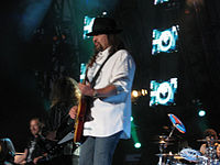 Gary Rossington (2008).jpg