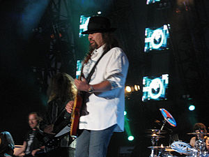 Gary Rossington - Gary Rossington performing in 2008