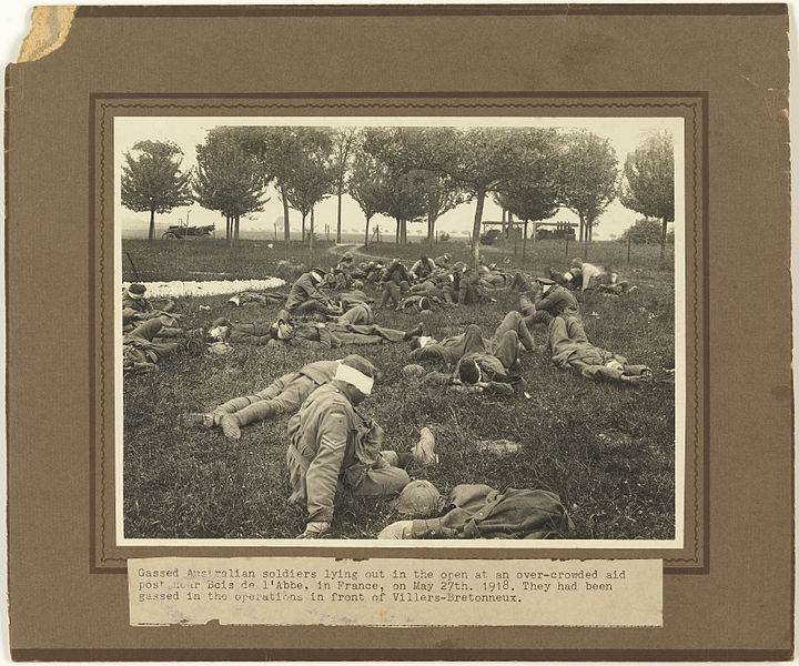 File:Gassed Australian soldiers lying out in the open at an over-crowded aid post near Bois de l'Abbe ... They had been gassed in the operations in front of Villers-Bretonneux.jpg