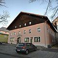 Gebäude am Dorfplatz in Hohenau im Bayerischen Wald.jpg
