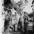 Generaal Spoor spreekt met een aantal manschappen Rechts een luitenant-kolonel, Bestanddeelnr 8351.jpg