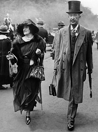George Herbert, 5th Earl of Carnarvon - Lady and Lord Carnarvon at the races in June 1921.