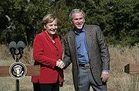 valokuva Merkelistä ja Bushista