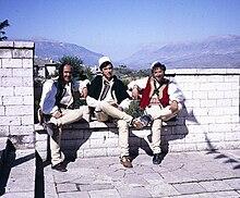 e6f78f26440f2 Musiker am Nationalen Folklorefestival mit Tirq und Qeleshe (1988)