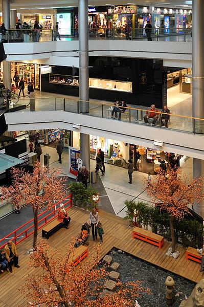 File:Glattzentrum - Innenansicht - Hanami 2012-04-12 16-58-54 (P7000) ShiftN.jpg