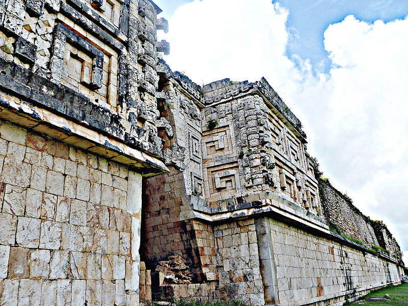 ფაილი:Governor's Palace rear view and details, Uxmal.jpg