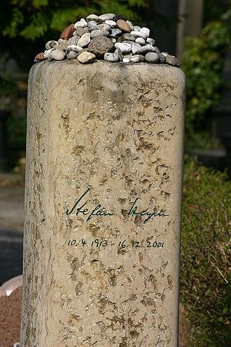 Stefan Heym - Stefan Heym's grave