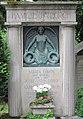 Grabmal Lörsch Hauptfriedhof Freiburg B. - Relief H.Knittel.JPG