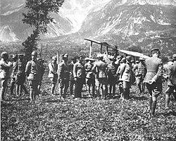 Aereo austriaco abbattuto dalla contraerea italiana a Nadro (1917)
