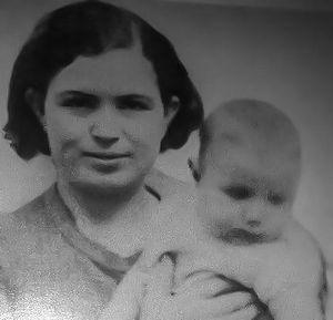 El Hachemi Guerouabi - El Hachemi Guerrouabi with his mother