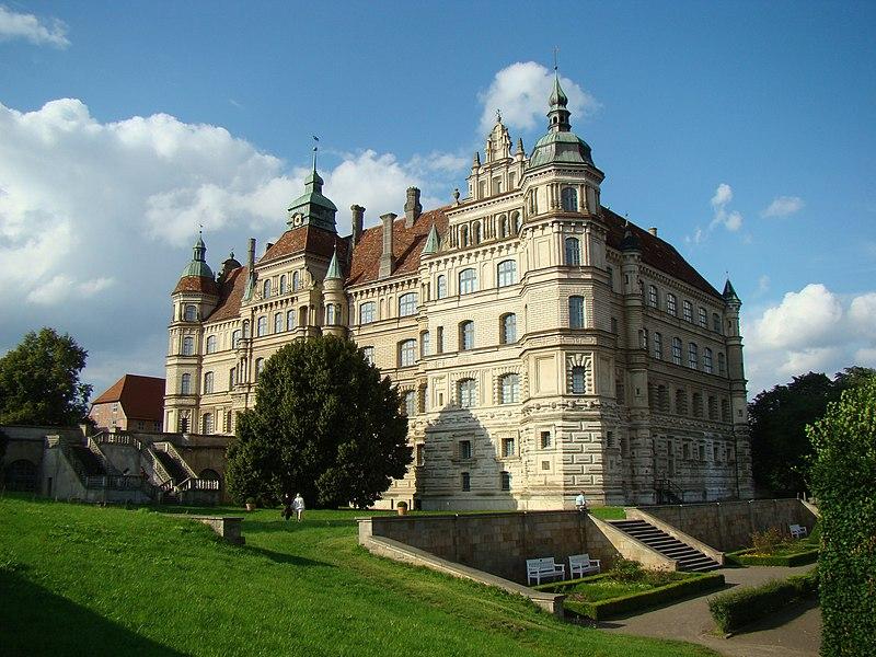 Datei:Guestrow-Schloss-2011-a.JPG