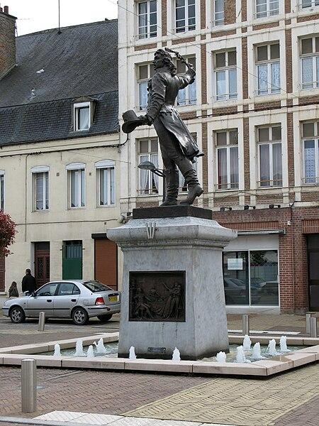 Monument à Camille Desmoulins (1890) par Amédée Doublemard, Guise (France) Fondu sous le régime de Vichy, reconstitué à l'identique en 1923, le bronze a été nettoyé en 2006, à l'occasion la rénovation de la place d'Armes la même année. .   Camera location  49°53′59.54″N, 3°37′38.9″E  View this and other nearby images on: OpenStreetMap - Google Earth    49.899873;    3.627473