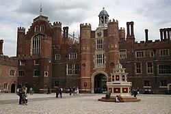 Hampton Court Palace - geograph.org.uk - 2007212.jpg
