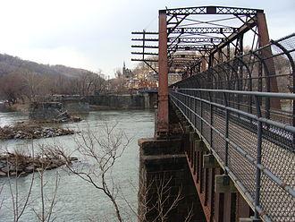 B & O Railroad Potomac River Crossing - Image: Harpersferry bridge