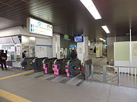 Hasune Station ticket gate.jpg