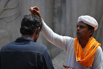 English: Hindu priest giving blessing in Belur...