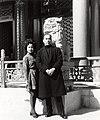 Hwang Yau-tai, Hong Kong mid-70s with daughter Hwang Mei.jpg