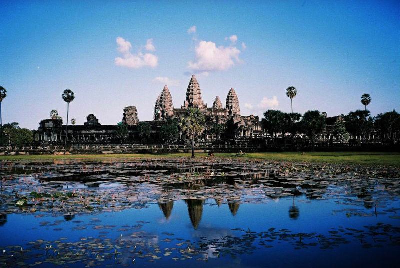 ឯកសារ:Image-Angkor Wat from north pond 2.JPG