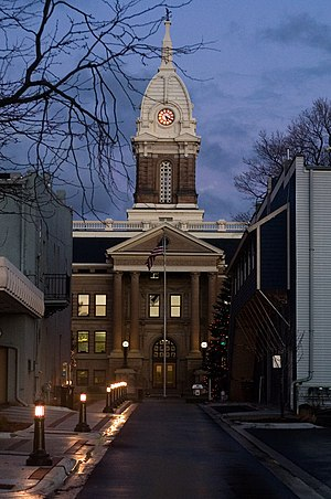 Ingham County, Michigan - Image: Ingham county courthouse night