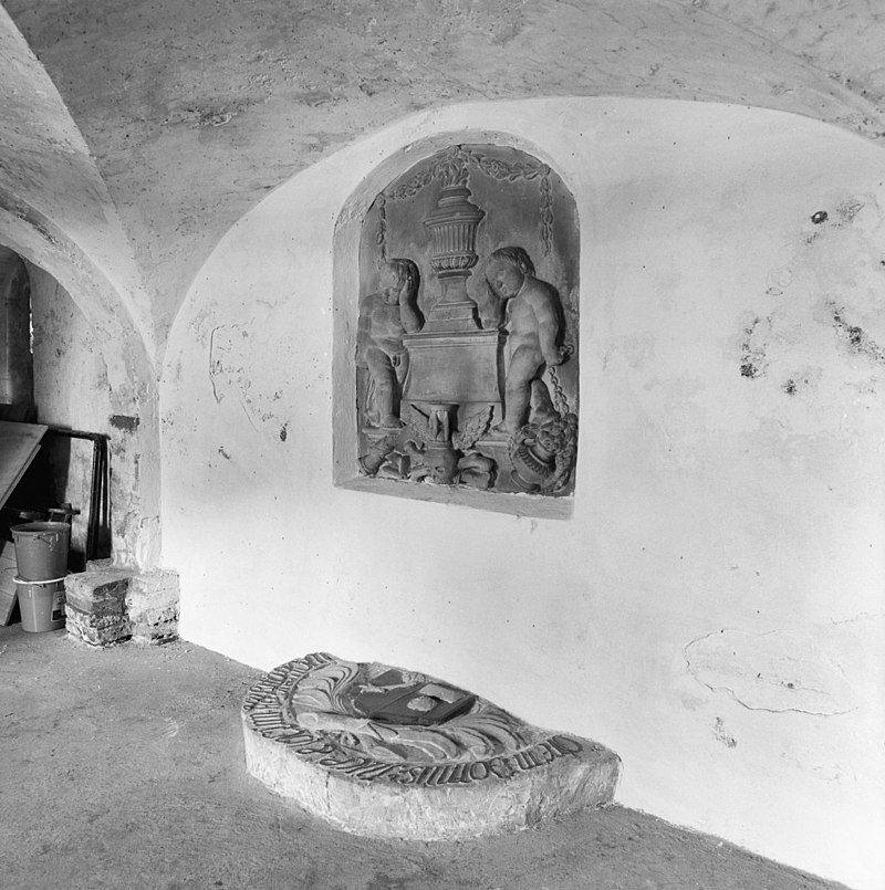 ... , graf in grafkelder onder de kerk - harkstede - 20101558 - rce