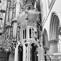 Interieur detail bovenstuk bekroning kap van de preekstoel - Haarlem - 20098968 - RCE.jpg
