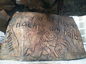 Hans Albers - Inscription at the base of the Hans Albers statue: Auf der Reeperbahn nachts um halb eins