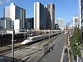 JR Central Shinkansen N700 Series passes Tamachi, Tokyo, Japan 17 03 20 (49668468793).jpg