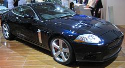 Maqueta 3D recortable del Jaguar XKR, de la segunda generación. Manualidades a Raudales.