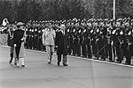 Jordaanse Koning Hoessein en zijn echtgenote arriveerde de vliegbasis Ypenburg v, Bestanddeelnr 933-0994.jpg
