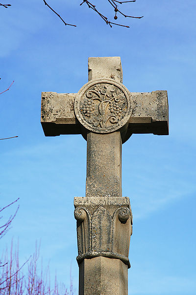 Croix du parvis de l'église de Joux-la-Ville