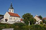 Kath. Pfarrkirche Mariae Geburt und Pfarrhof in Nonndorf an der Wild.jpg