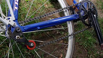 Single-speed bicycle - Spring-loaded chain tensioner