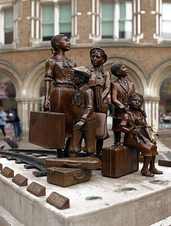 English: Kindertransport monument at Liverpool...