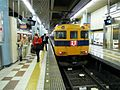 Kintetsu Osakauehonmachi Station platform - panoramio (14).jpg