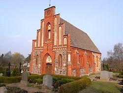 Kirche in Warnow.jpg