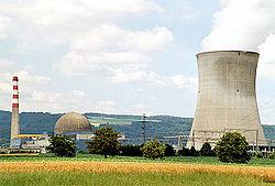 A Su��a produz energia atrav�s de centrais nucleares como esta em Leibstadt - Arg�via