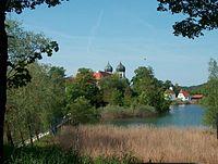 Kloster Seeon vom Seeufer.JPG