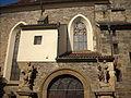 Kostel svatého Jindřicha a svaté Kunhuty, vchod.JPG
