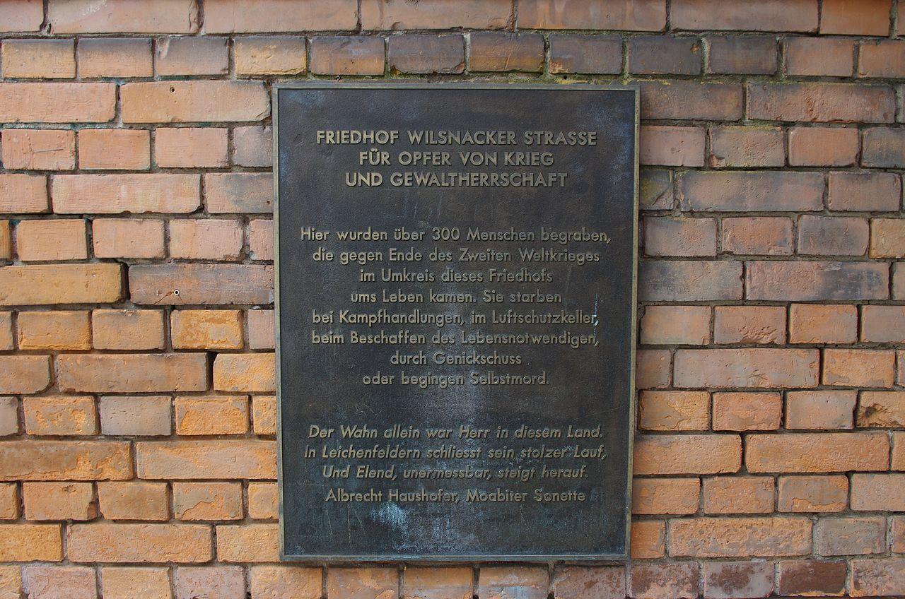 Kriegsgräberfriedhof Berlin Moabit Gedenktafel.jpg