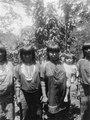 Kuna-kvinnor. Märk de med glaspärlor hårt ombundna armarna. Rio Caimanes. Colombia - SMVK - 004460.tif