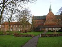 Løgumkloster kirke og slot.jpg