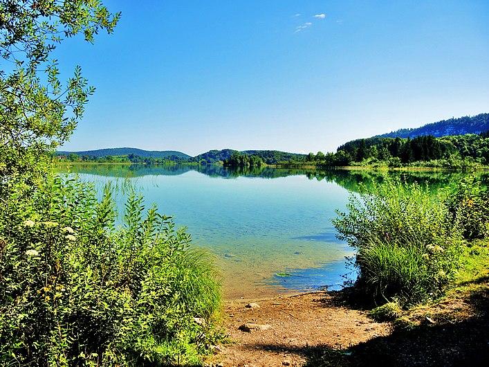 Lac d'Ilay. Vu de la rive Sud.jpg