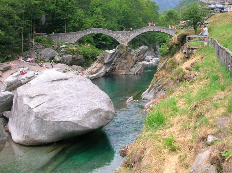 File:Lavertezzo, Ponte dei Salti.JPG