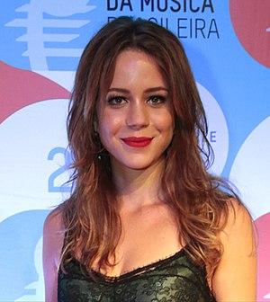 Império - Leandra Leal plays Cristina.