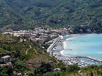 Italian Riviera - Image: Levanto panorama da provinciale 1