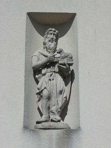 Église Saint-Éloi de Lillemer (35). Façade occidentale. Statue de Saint-Jean-Baptiste.