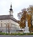 Linz Landhaus von Promenade mit Hessendenkmal.jpg